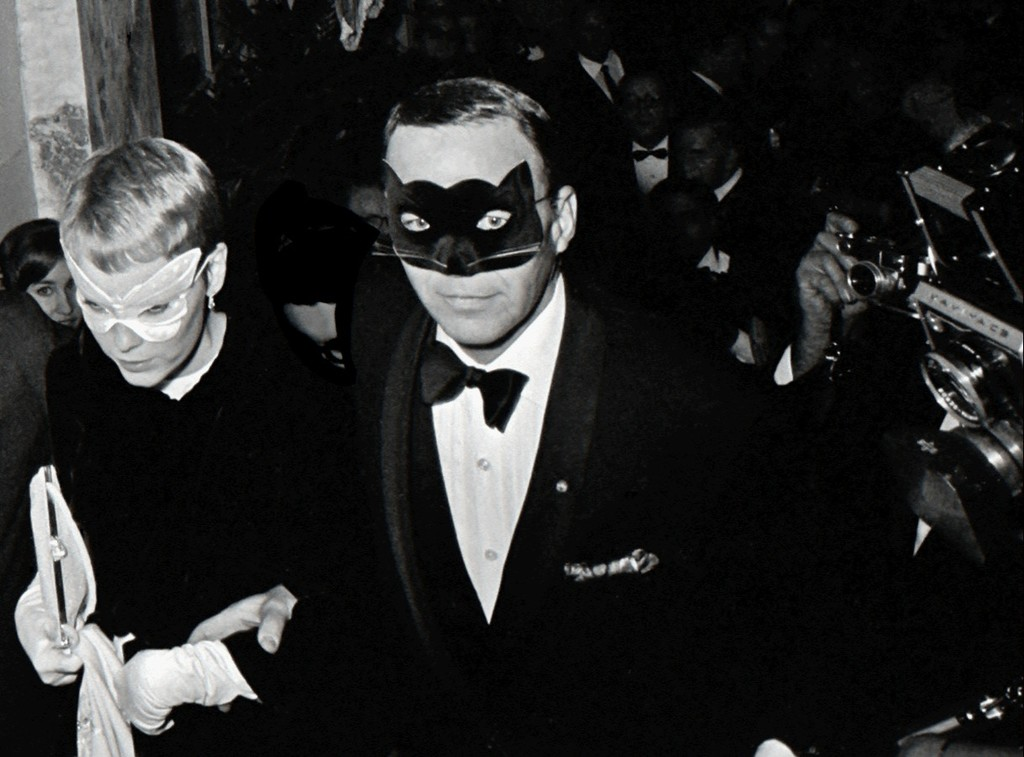 Resultado de imagen de Frank Sinatra y Mia Farrow, Truman Capote's Black and White Ball, Nueva York