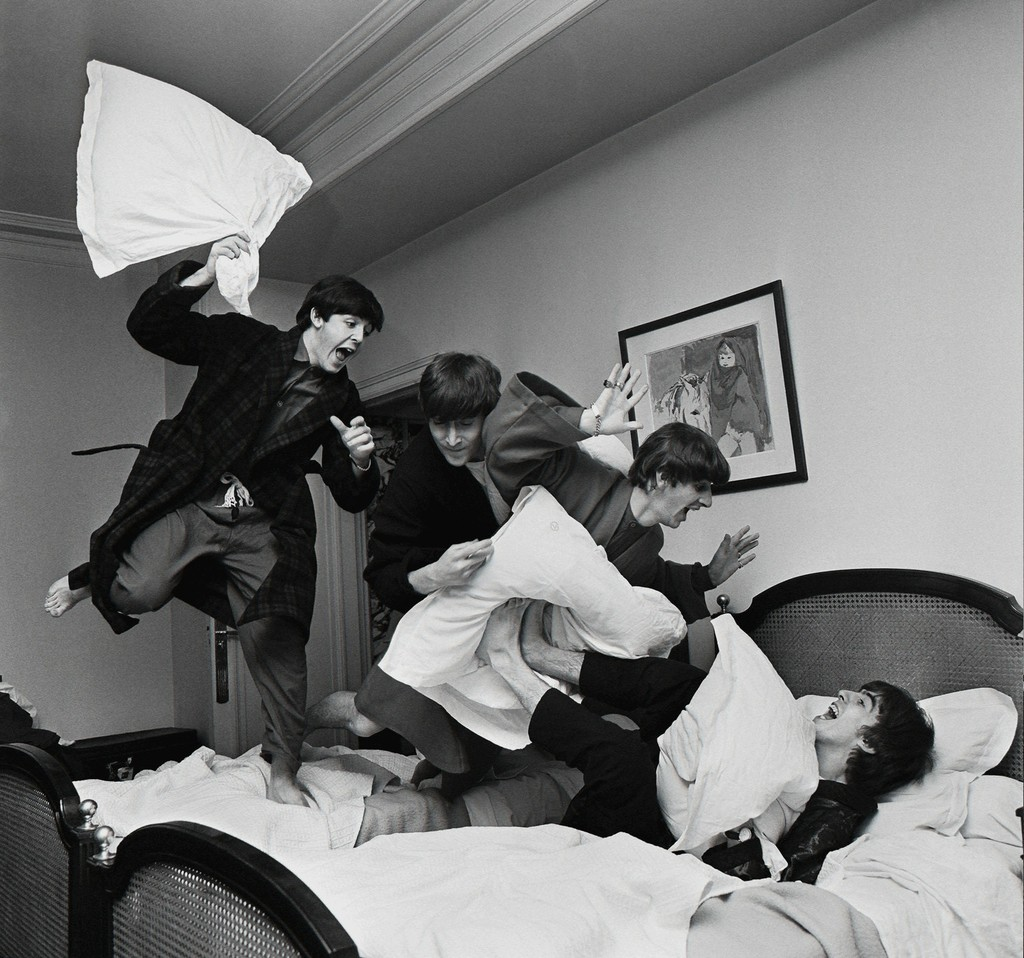 Resultado de imagen de Beatles Pillow Fight, George V Hotel, Paris, 1964