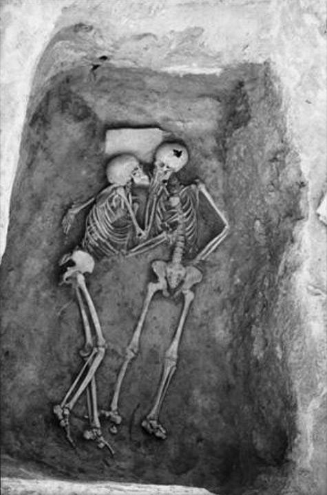 El beso de 2800 años